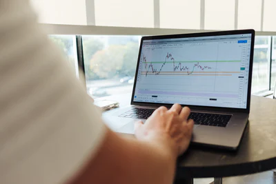 Thinking Of Getting Into Trading? Here's How To Find The Top Online Broker